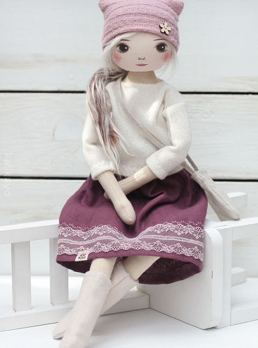 Noreen (romia doll)