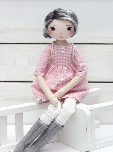 Rose (romia doll)