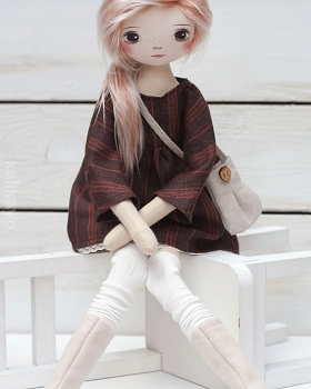 Amber (romia doll)